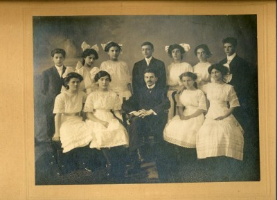 Har Sinai Congregation confirmation class, taken by Bachrach & Bro., 1911.  Part of the Sidney Cohen Collection.  Sourtesy of Audrey Fox. 1994.189.1
