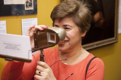 Guest using the stereoscope viewer