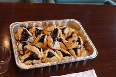 The  winning blueberry hamantaschen were made by none other than docent Robyn Hughes!