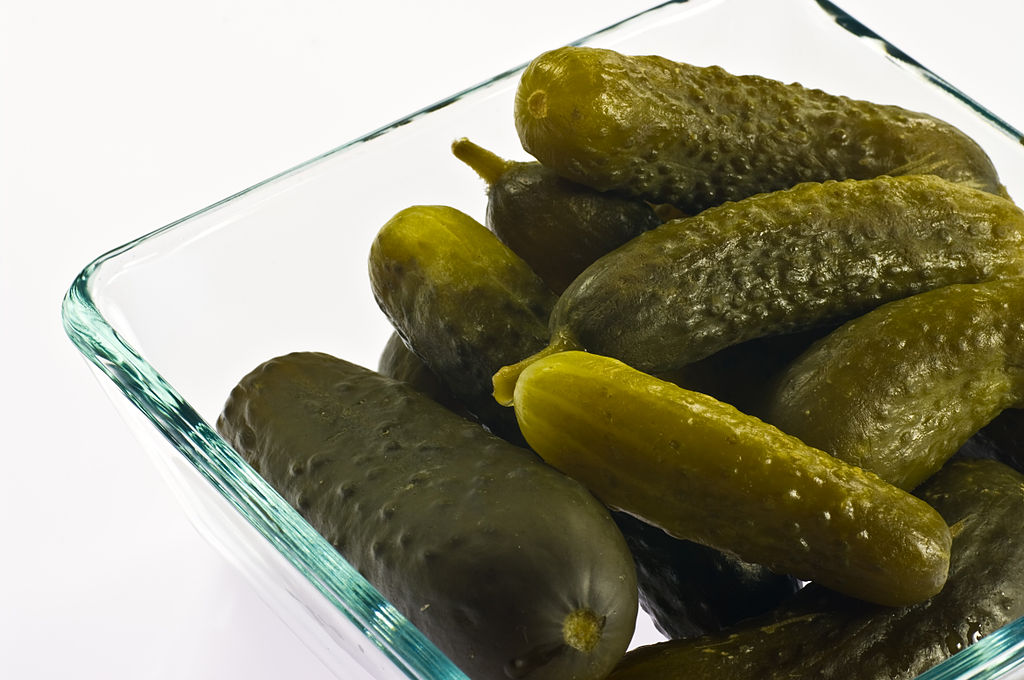 1024px-Polish_style_pickled_cucumbers_IMGP0464