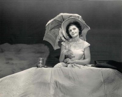 Vivienne Shub performing.