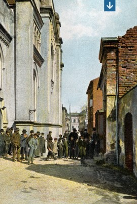 Jewish Street, with the Great Bet Midrash (on the right) and the Great Synagogue (on the left), early 20th century. Collection of Mirosław Ganobis.