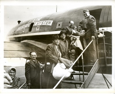 Jewish Displaced Persons board an airplane from Munich to Haifa, September 1948. JMM 1971.20.175
