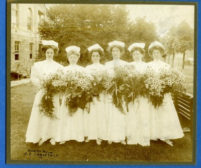 1909 photo of graduating class. Gift of Bobbie Horwitz for the Sinai Hospital Nurses Alumni Association, JMM 2010.20.47.