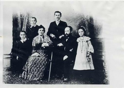 Black and white copy print of the Streifer family from left to right:  Henry Streifer, Joseph Streifer, Miriam Streifer, Aron Streifer, Wolf Streifer, and Ann Streifer, 1902-1905.