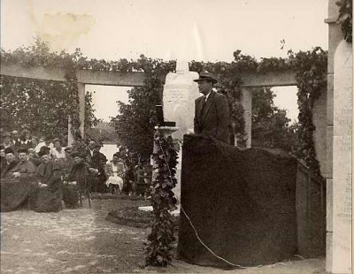 Dr. Joseph Schwartz speaking at a commemoration in Kaposvar, July 6, 1947.  On this site a monument was erected to immortalize the memory of 7000 Jewish martyrs of Kaposvar and Somogy County who were deported and killed.