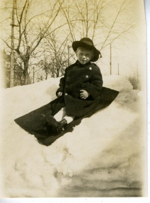 1991.065.001.028c - boy in snow
