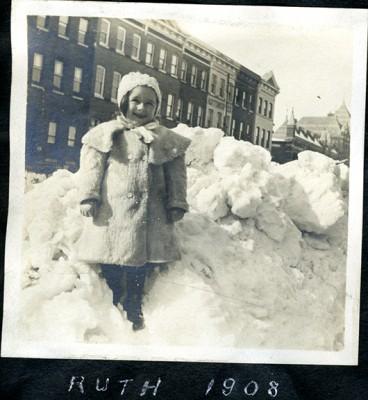 1996.050.027i.004 – Ruth Weinberg, 1908