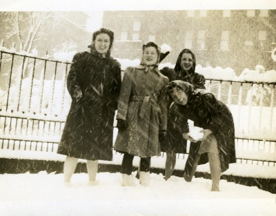 2010.020.283 – Sinai Nurses enjoying the snow, March 1942