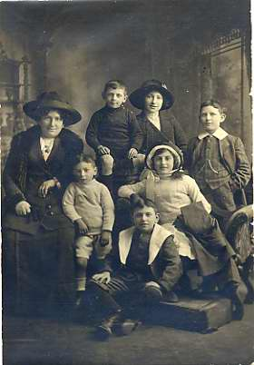 Ella Rudick and her children in Dublin, en route to the United States, 1912.  Anonymous gift, JMM 1988.209.53