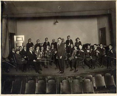 Jewish Educational Alliance Orchestra with Benjamin Klasmer conducting, 1919. JMM 1977.24.1
