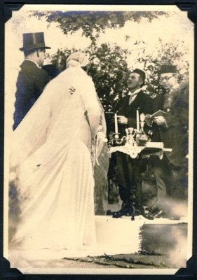 Joseph and Bernice under their floral chuppah with Cantor Weisgal and Rabbi Coblenz, 1931. Anonymous gift. JMM 1998.47.4.83