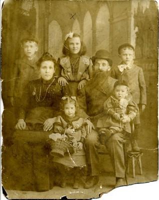 Tthe Rodbell family: David, Dora Rodbell Silber, Isidore, Fanny Kirsch Rodbell, Solomon, Kathryn Rodbell Sollins, and Jacob, 1905. JMM 1995.160.1
