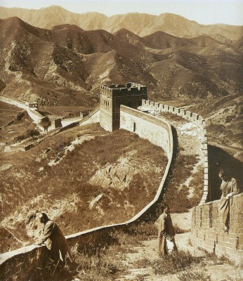 The Great Wall of China, 1907. Photo by Herbert Ponting.