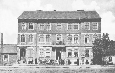 Hotel Schmeidler, 1912. Courtesy of Miroslaw Ganobis. Image from A Town Known as Auschwitz.