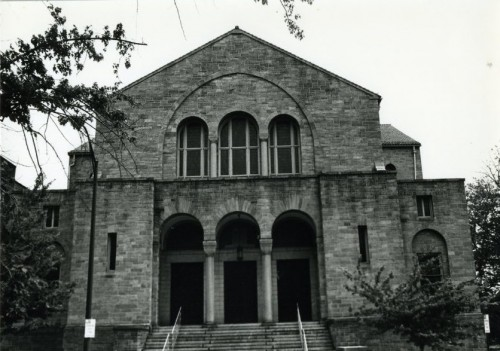 Photograph of the Beth Am main entrance which fronts onto Eutaw Place. (JMM 1996.010.073)