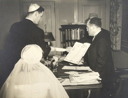 Bernard Dackman signs his ketubah, 1951. Photo by Bradford Bachrach. Courtesy of Ilene Dackman-Alon.