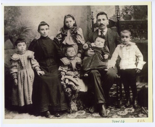 The Kaplon family, Brunswick, c. 1895. JMM 2001.82.1.
