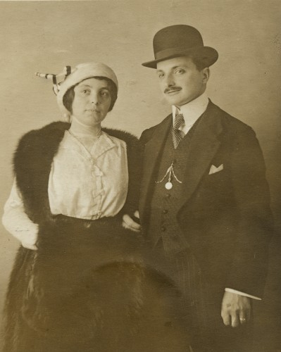 Theo and Hilda Weil, February 9, 1915, soon after their marriage in Freiburg. Courtesy of Brenda Mandel, L2002.103.1124.