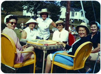 Women playing mah jongg in the Catskills, c. 1960. Collection of Harvey Abrams