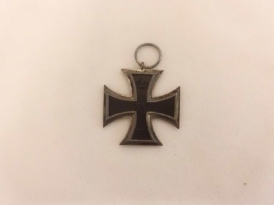 In our collection at JMM we have several medals acquired by Jewish soldiers in the service of the German army, carried with them when they were forced to escape on the eve of WWII. Cross-shaped WWI medal earned by Hugo Bessinger, 2011.4.1