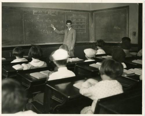 Beloved teacher, Hyman Saye, teaches at the Talmud Torah, 1928. JMM 1991.7.13