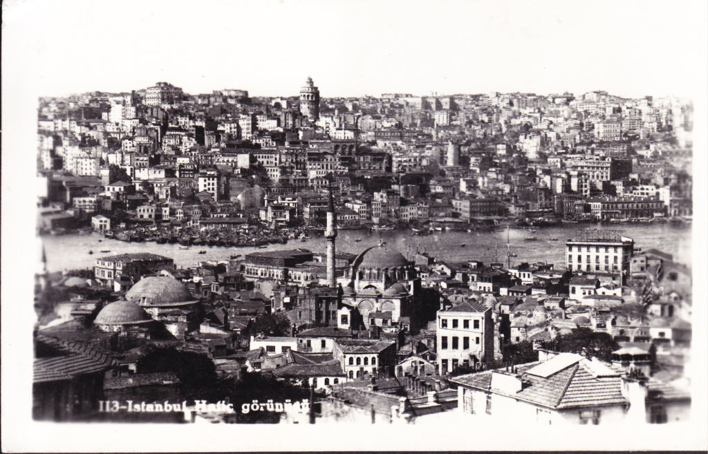 Black and white panoramic photo showing Istanbul on both sides of the river.